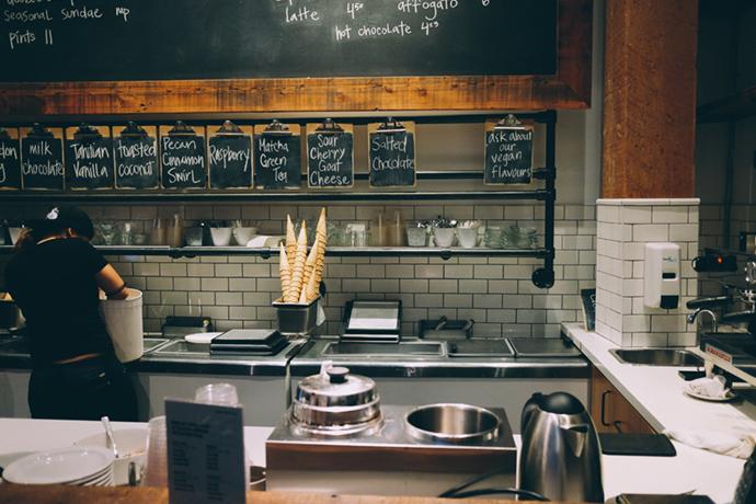 飲食店の厨房レイアウトにおいてオープンキッチンとクローズドキッチンのメリット・デメリットとは?