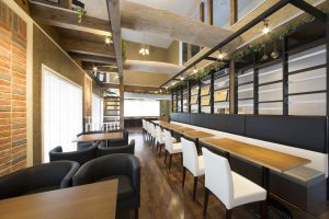 カフェの内装工事で掛かる坪単価の相場はどれくらい?