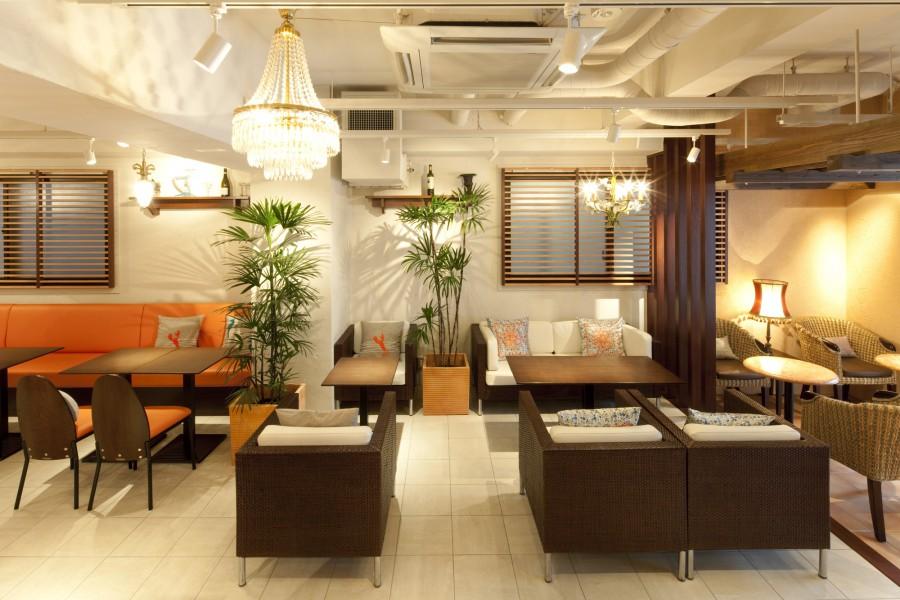 カフェは立地と内装で客層をコントロール!ペット連れから隠れ家まで