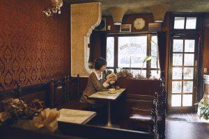 喫茶店のインテリアは照明や観葉植物も効果的に使う!