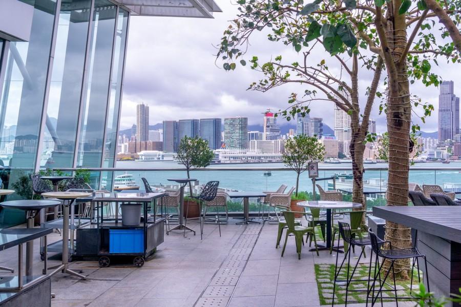 テラス席のあるカフェやレストラン