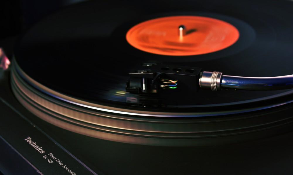 バーコンセプト例3:レトロ音楽が好きな人のためのバーにしたい