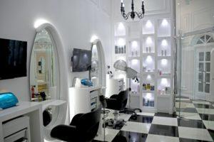 サロンの内装は清潔感があり統一されたデザインを