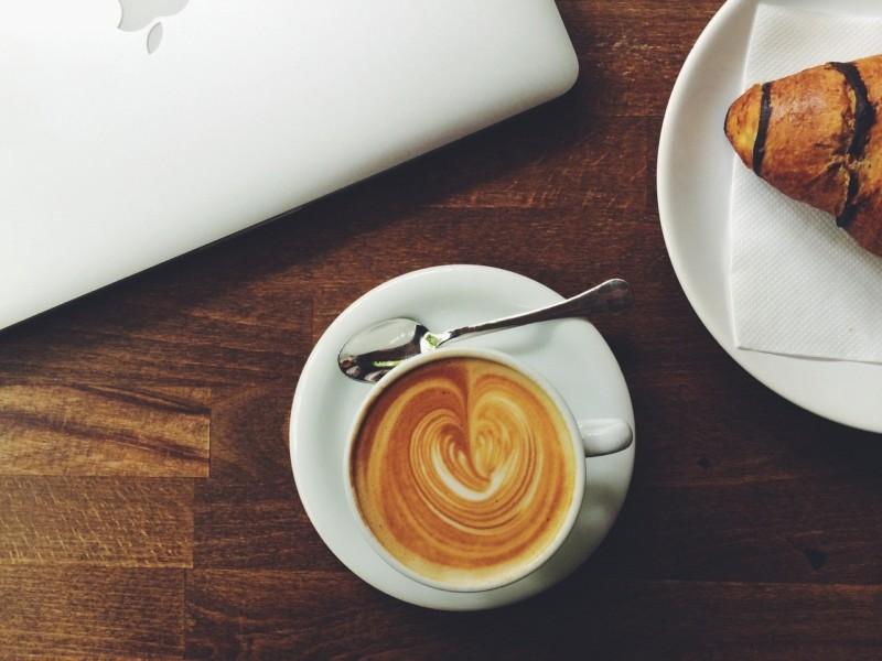カフェとデリを両立させたデザイン