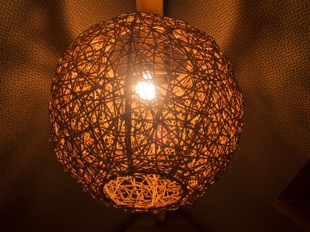 アジアンなアイテム②ラタンボールランプ
