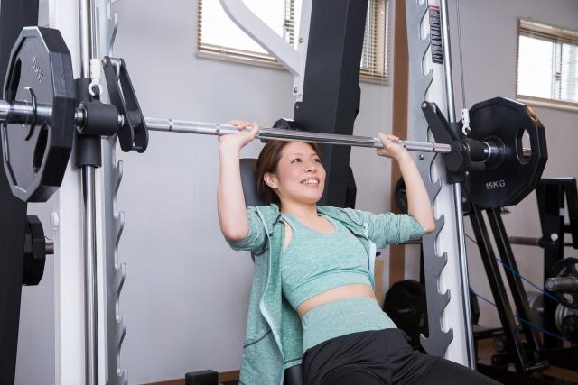 筋肉を鍛えるための人気マシン②スミスマシン