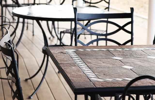 カフェ×お仕事のための環境作り③長時間滞在しても苦にならない座椅子やテーブル