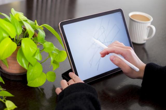 カフェ×お仕事のための環境作り①視覚的に癒しを与える観葉植物の設置