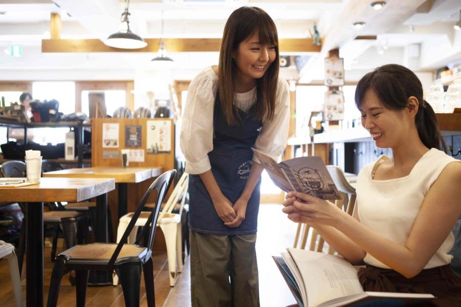 オープンキッチンのメリット⑤:顧客とのコミュニケーションが生まれやすく、顧客をファン化しやすくなる