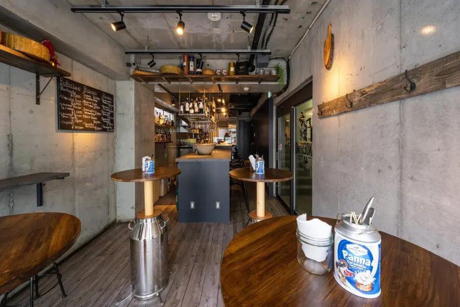 イタリアンなデザインの飲食店;Clandestino Italian Bar