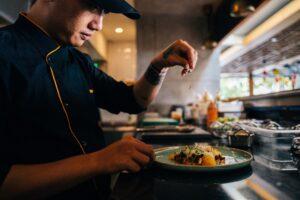 【飲食店や厨房のレイアウト】後悔しないために、施工の前にオープンキッチンとクローズドキッチンを詳しく解説!