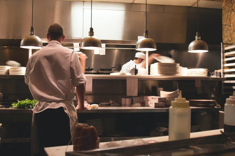 飲食店開業までのステップ1:必要な資格を知る