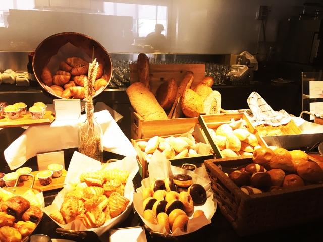 パン屋の内装ポイント②パンがより美味しそうにみえる照明⁉︎