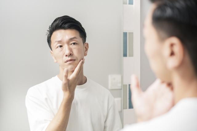 化粧をはじめる男性が増加している