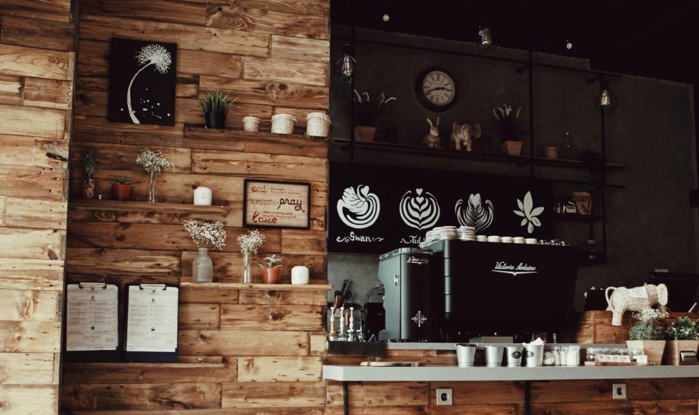 狭いお店の内装デザイン:よりカフェらしくするなら素材にこだわろう