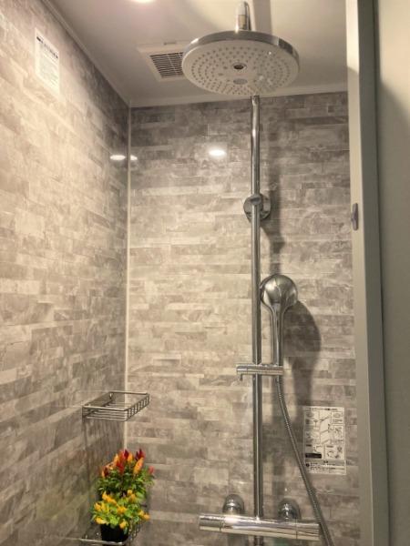スポーツジムにシャワー室のみ:メリットは2つ