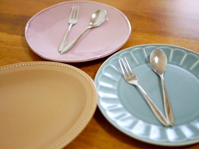 飲食店を経営するなら、食事が美味しくなる器の色も知っておこう