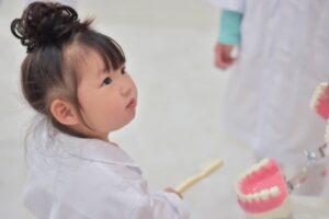子供と一緒に診察できるデンタルクリニック(歯医者)が人気の理由